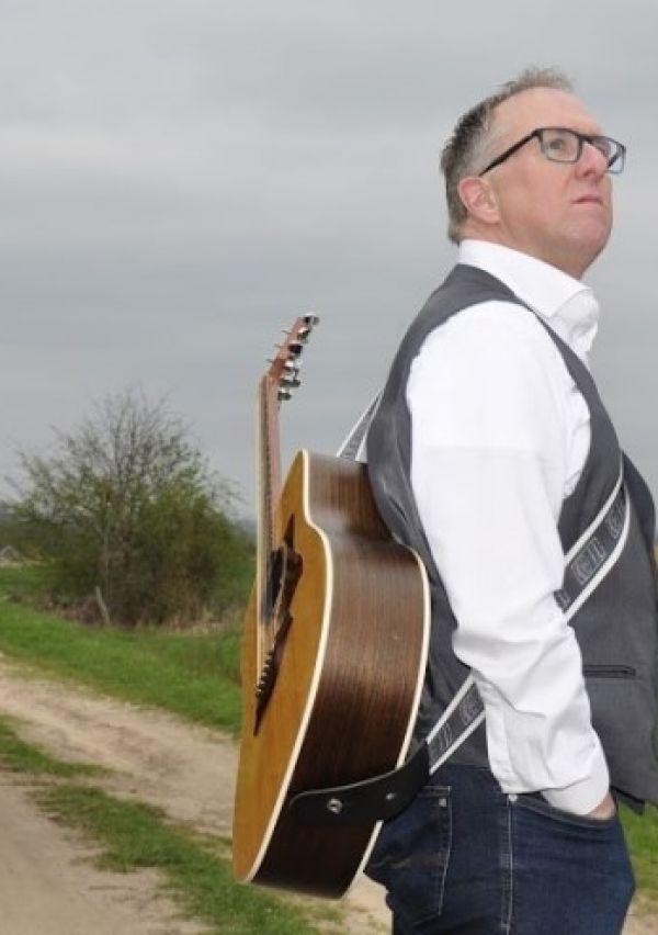 Niek Hermsen... besmet met Ierse folkmuziek